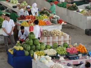 Cheap, but quality, fruits in Turkmenistan