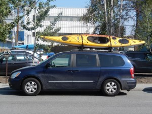 A typical canoe-on-roof-of-car scene in Yellowknife